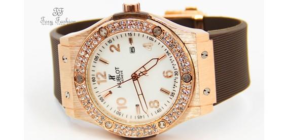 dca984a5 Скидка 50% На модные кварцевые женские часы HUBLOT со стразами Swarovski от  интернет-магазина «tory-fashion.ru»