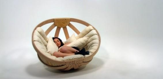 Плетёное кресло качалку