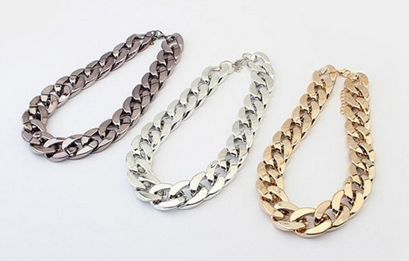 С чем носить серебряную цепь