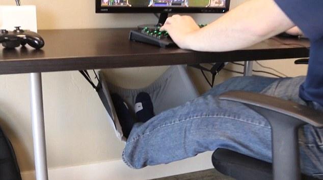 Смотреть отсос под столом пост