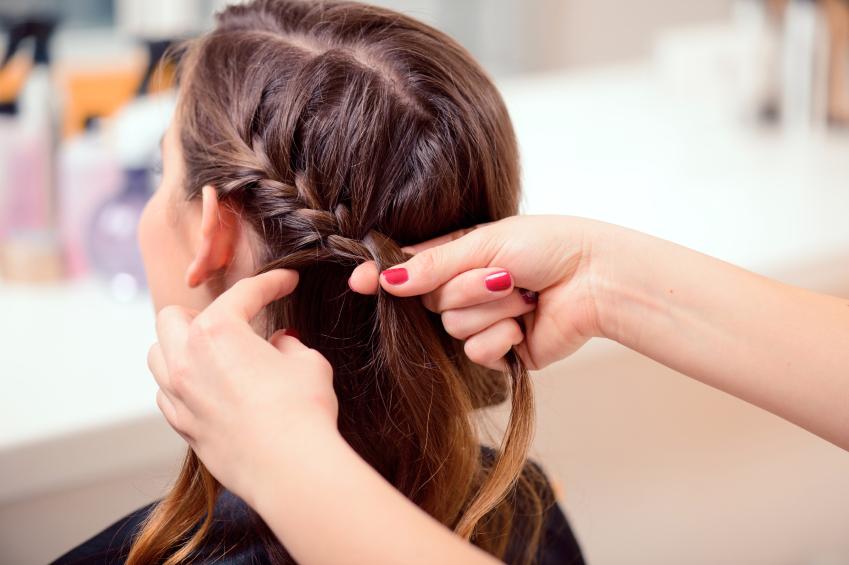 Парикмахер плетение косами