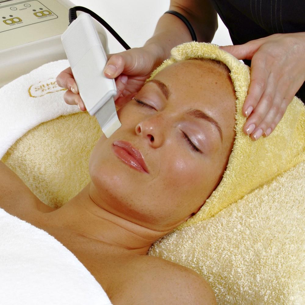 """Скидка 78% На омолаживающую spa-программу для лица в салоне """"Идиллия"""": УЗ-пилинг, УЗ-массаж, сыворотка, маска"""